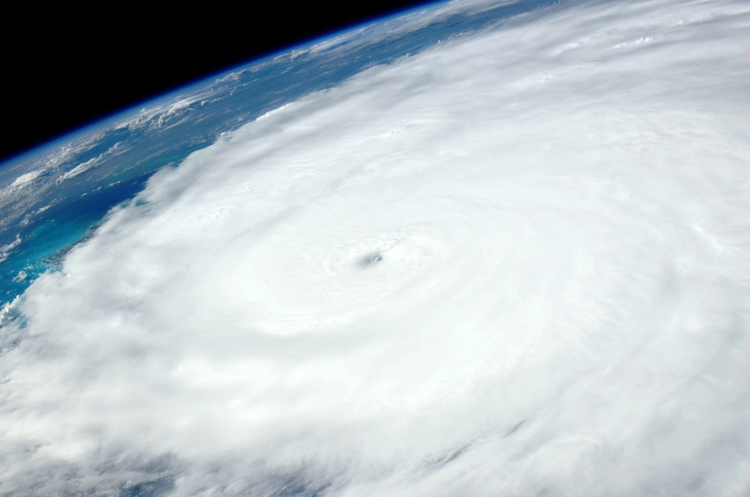 hurricane-1049612_1920